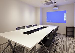最新のプロジェクター付き会議室