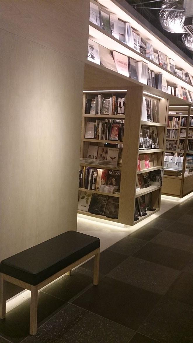 銀座蔦屋書店ベンチ