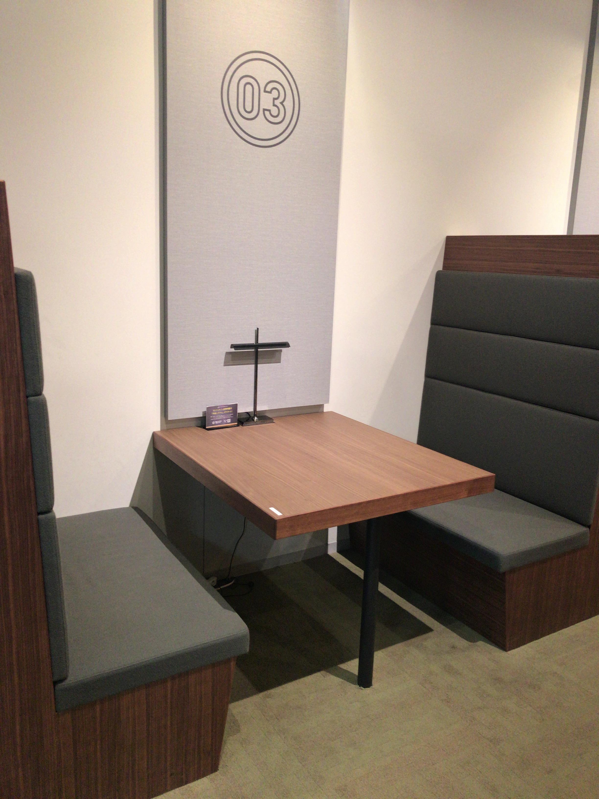 Startup Hub Tokyoメンバーズサロン椅子